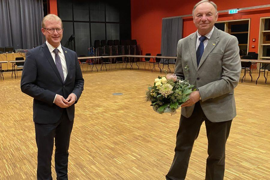 Thomas Meyer gratuliert Hans- Ulrich Tuxhorn